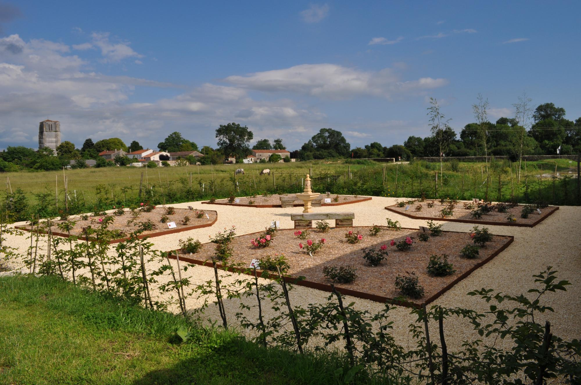 Aliénor Rose Garden - Fortified castle and medieval theme park in Charente Maritime