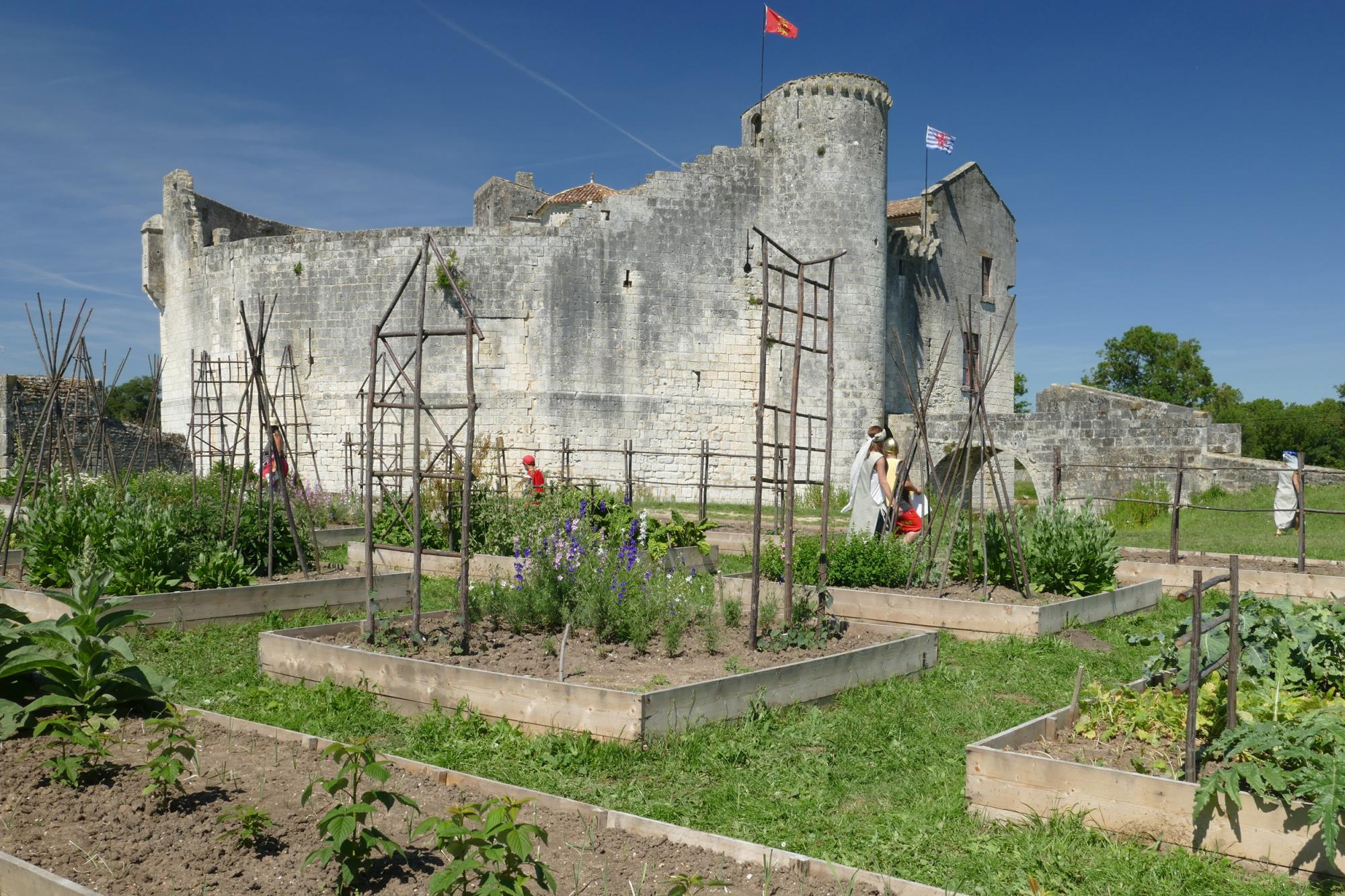 A medieval-style garden - Fortified castle and medieval theme park in Charente Maritime