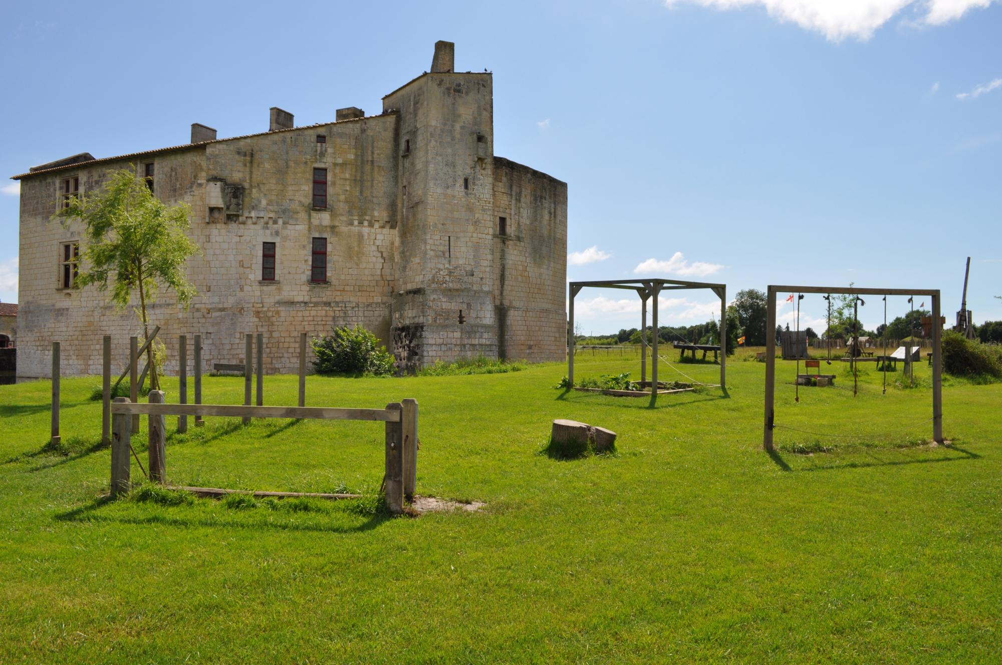 Medieval games for the whole family - Fortified castle and medieval theme park in Charente Maritime