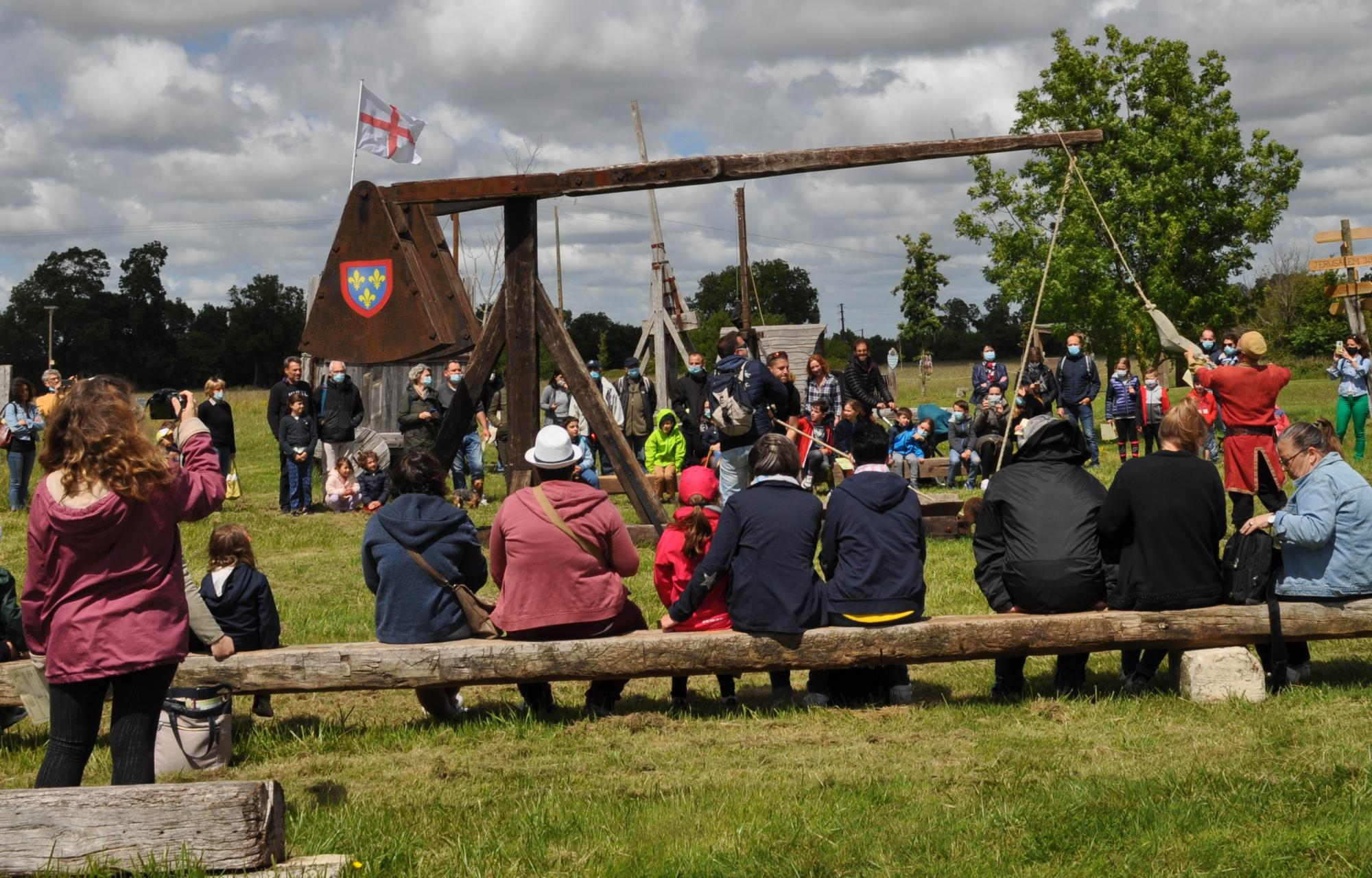 Trebuchet siege machine - Fortified castle and medieval theme park in Charente Maritime
